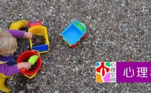 假扮的游戏不利于儿童早期发展,儿童需要生活中的游戏